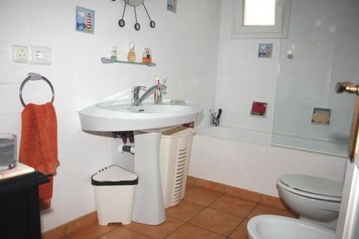 Bathroom with bath tub
