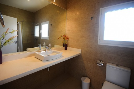Bathroom with washbasin