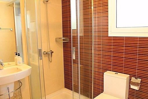Modern Bathroom with window