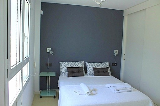 Double bedroom with window to the side