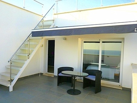 private terrace with access to roof terrace