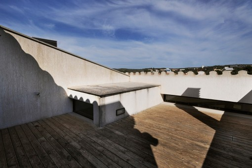 The roof terrace offers plenty of space for sunbathing