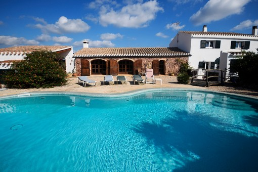 Well-kept, private country house near Mahon