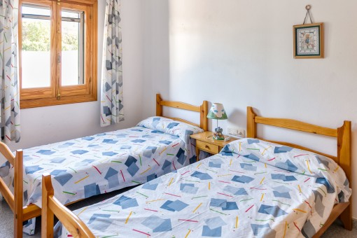 Guest bedroom with two single beds
