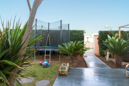 Access to the family friendly detached house
