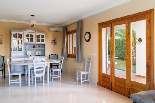 Beautiful dining area with noble marble floor and access to the garden