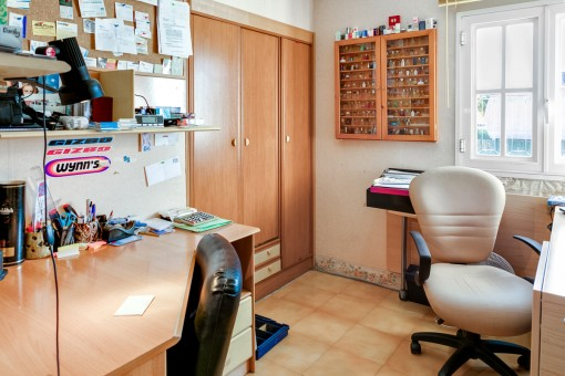 Office with built-in wardrobe