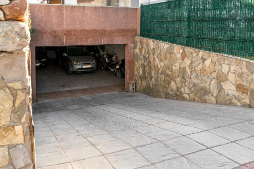 Underground garage for 6 cars