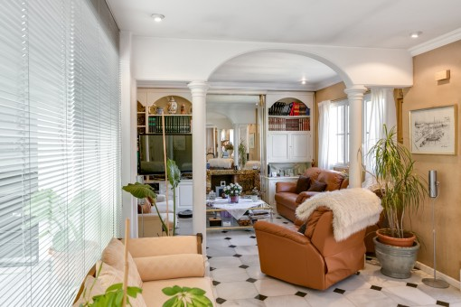 Alternative view of the bright living area