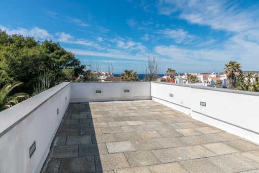 Roof terrace with spectacular sea views