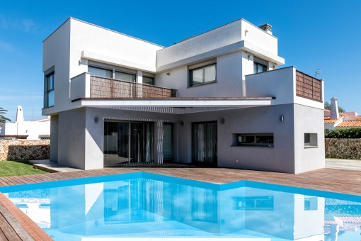Modern single-family house with pool in Ciutadella