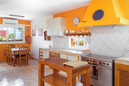 The fully equipped kitchen has also a breakfast table