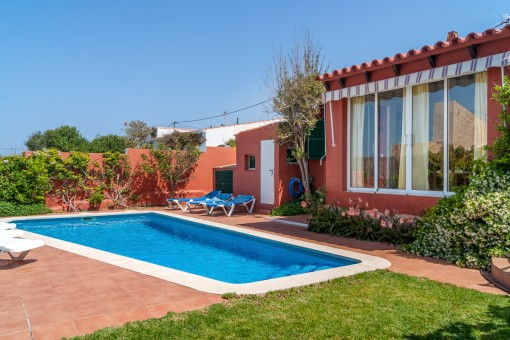 Detached house with pool and renting licence in Cala en Porter
