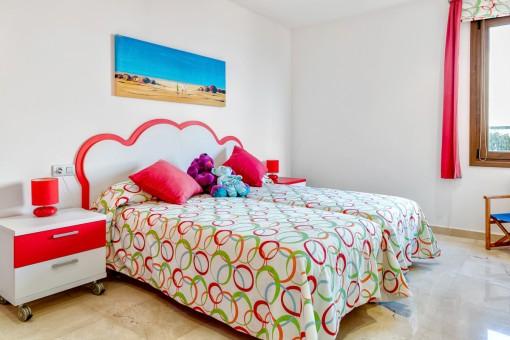 Clourful guest bedroom with bathroom en suite