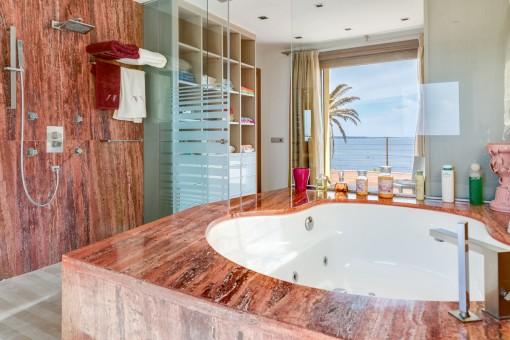 Bathroom en suite of this bedroom