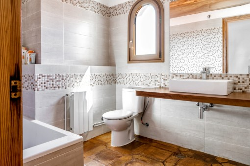 Second bathroom with bath tub