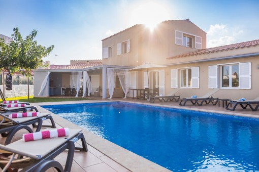 Beautiful villa in Mahon with pool and a large plot