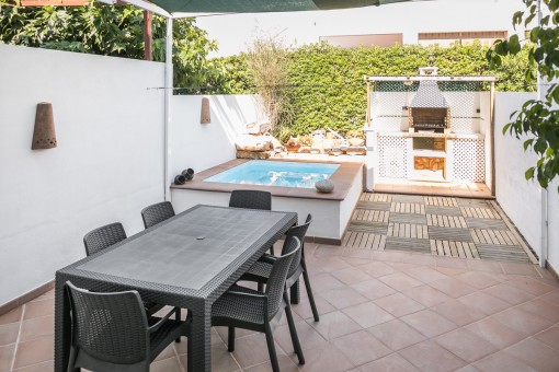 Great pool and dining area in the garden