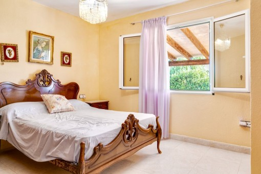 Homey bedroom with double bed