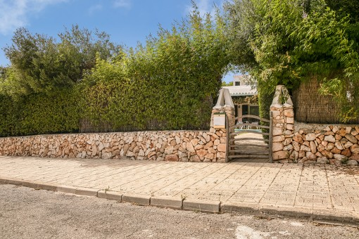 Access to the villa with small stone wall