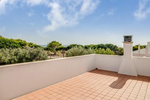 Spacious roof terrace with marvellous sea view