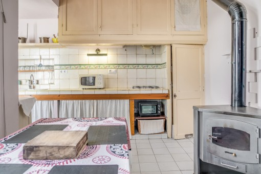 Original kitchen with oven