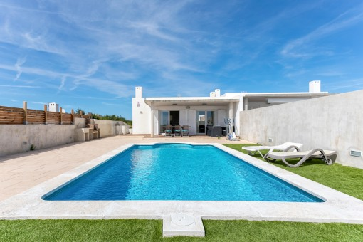 Beautiful house in Cala Llonga with pool