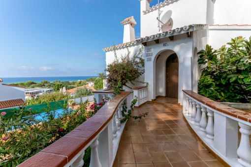 Charming entrance to the villa