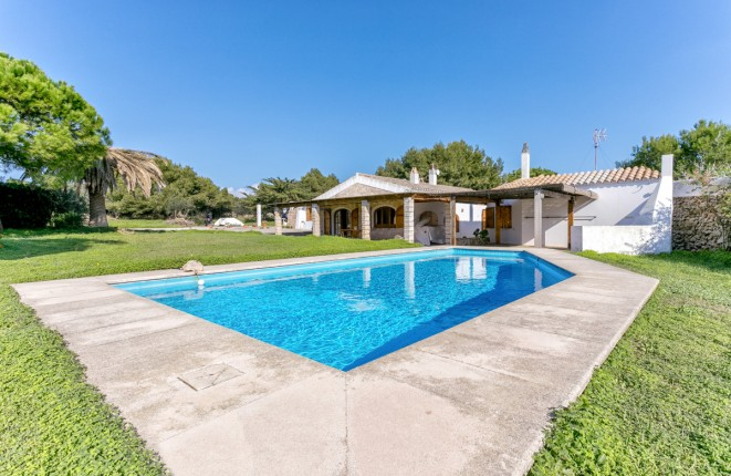 Idyllically-situated finca with pool in a...