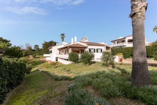 Spacious villa on a beautiful plot