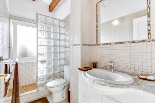 One of 4 bathrooms