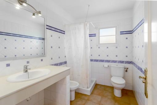 Charmimg bathroom with shower