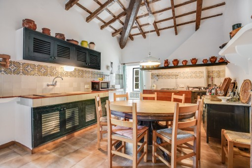 Fully equipped kitchen and further dining area