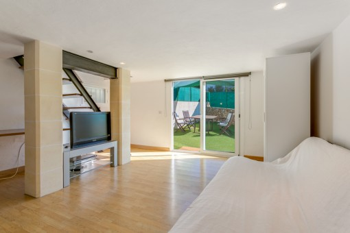 Further living area with terrace access