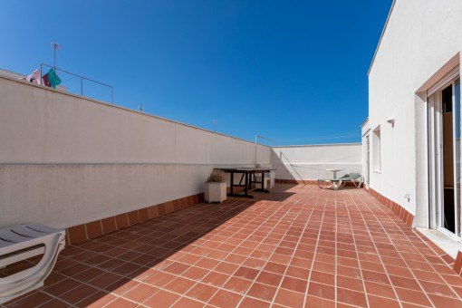 Large, sunny roof terrace
