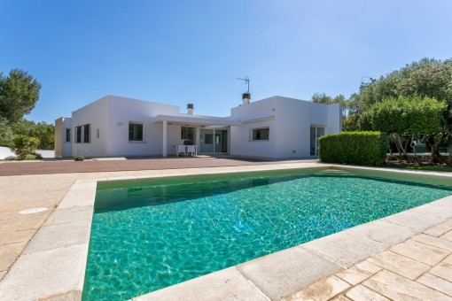 Lovely modern villa with pool and holiday...