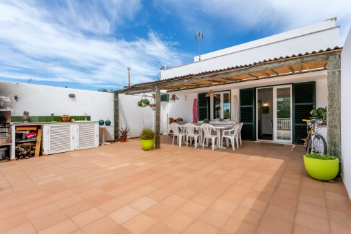 Recently-renovated, modern village house with a large garden in an ideal location in Mahon