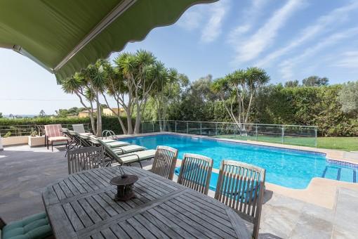 Enachanting terrace next to the pool