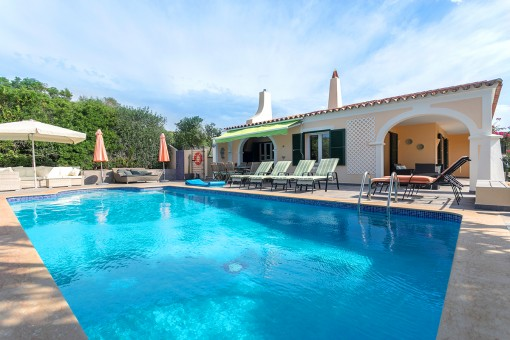 Beautiful villa with pool, garden, sea views and touristic rental licence in Punta Prima