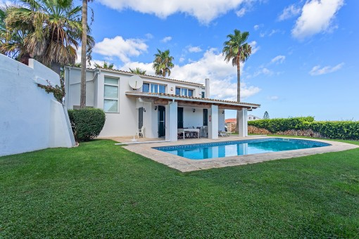 Large villa with lovely viewsover the harbour and La Mola in Sol del Este with touristic rental licence