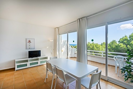 Beautiful, renovated apartment with sea-view terrace and touristic rental licence in Coves Noves, only 5 minutes from the beach
