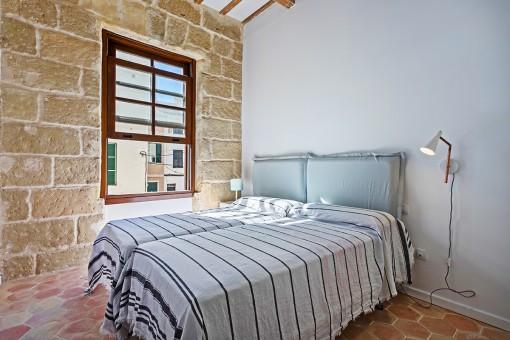 Bedroom with sandstone walle