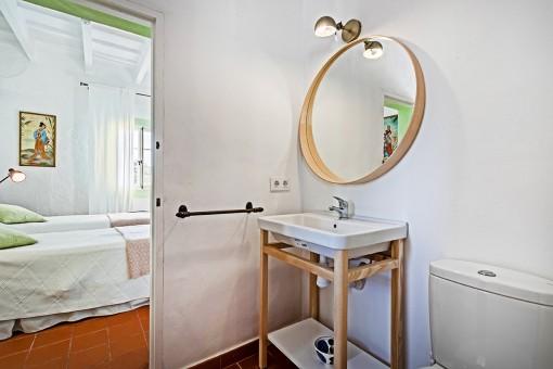 Neat bathroom en suite