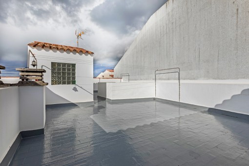 Large communal roof terrace