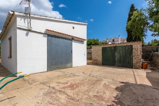 Practical garage of the finca