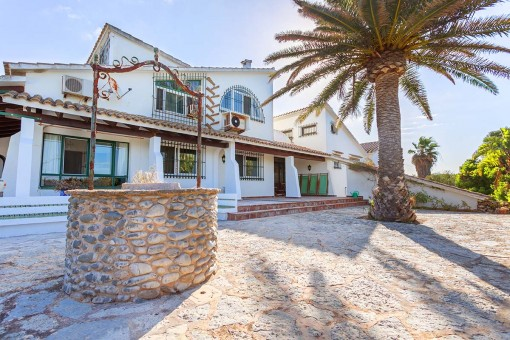 Unbelievable country estate with sea views in an absolutely tranquil location with no neighbours - 5 mi9nutes from the beach of Es Canutells
