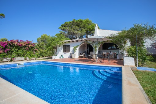 Charming Menorcan-style property made up with pool and lovely sea views, ideally-situated 5 minutes from the beach of Binisfuller