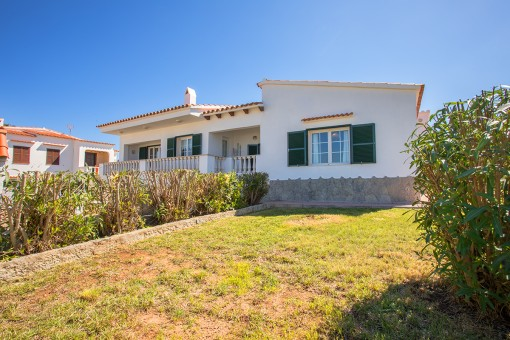 Large sea-view villa with much potential in a quiet residential area in Port Addaia