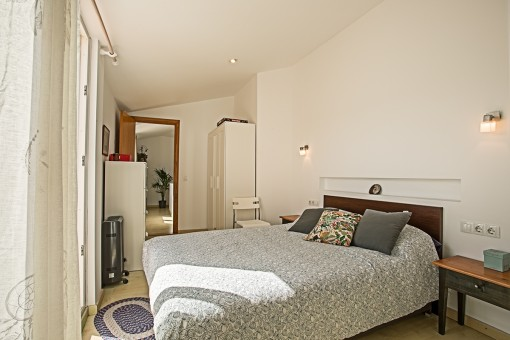 Alternative view of the bedroom