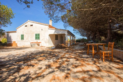 Finca requiring renovation with at least 72.700 sqm of agricultural land, its own well, electricity, and more than 600 sqm of buildings near to Sant Lluis
